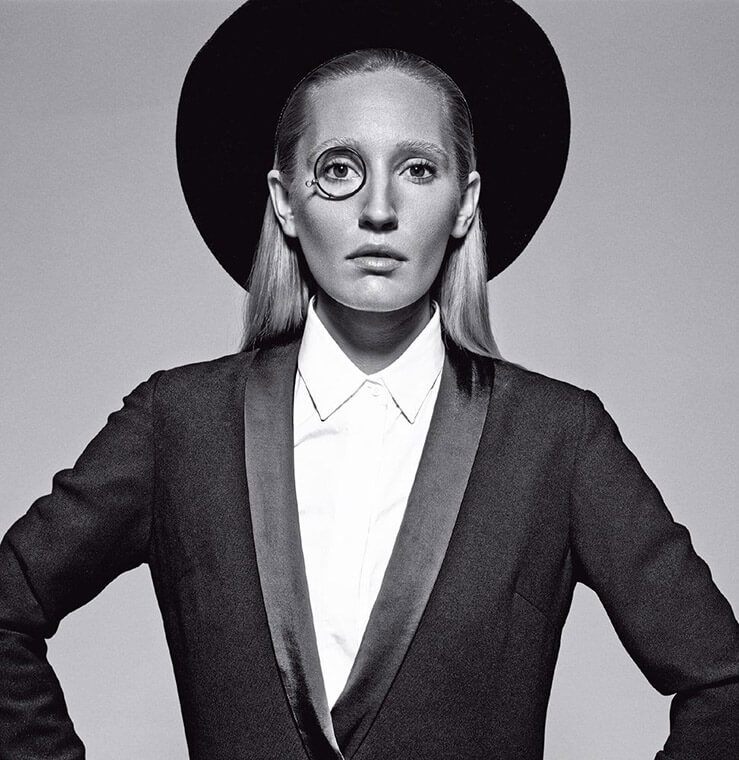 Vogue-styling-black-and-white-creative